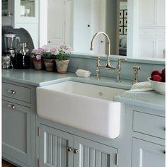 Kitchen Sink Decor, Apron Front Kitchen Sink, White Kitchen Sink, Kitchen Sink Design, New Kitchen, White Sink, White Apron Sink, 1940s Kitchen, Best Kitchen Sinks
