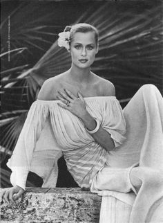 1977. Model Lauren Hutton. Ultima II ad campaign - Oasis Naturals . Photo by Richard Avedon (B1923-D2004)