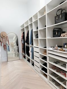 Children's room: 65 ideas of environments decorated with photos - Home Fashion Trend Ikea Walk In Wardrobe, Ikea Pax Closet, Bedroom Wardrobe, Work Wardrobe, Capsule Wardrobe, Walk In Closet Design, Bedroom Closet Design, Closet Designs, Walk In Robe Designs