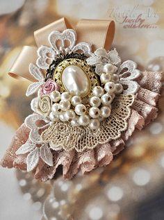 """Купить Брошь """"Перламутр"""" - брошь, винтажный стиль, кремовый, нарядный, праздничный, подарок, античная бронза"""