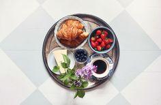 Osttårta, fransk frukost och en boll under kjolen