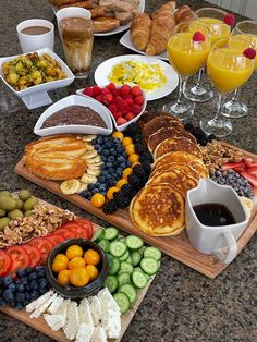 Sleepover Food, Party Food Platters, Birthday Breakfast, Breakfast Picnic, Good Food, Yummy Food, Picnic Foods, Cafe Food, Recipes From Heaven
