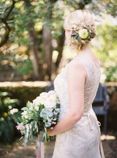 garden wedding flowers - photo by Jessica Gold Photography