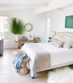 Beautiful Farmhouse Master Bedroom Design for A Good Night's Sleep - Farmhouse master bedroom is never outdated. It's cozy, clean, and welcoming space that you will be delighted to stay to at the end of a long day. Coastal Bedroom Decorating, Home Interior Design, Farmhouse Master Bedroom, House Interior Design Styles, Master Bedrooms Decor, Bedroom Decor, Minimalist Bedroom, Coastal Master Bedroom, Home Decor