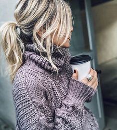 and hows this for the perfect winter hair-up! Fashion Moda, Cute Fashion, Fashion Beauty, Style Fashion, Messy Hairstyles, Pretty Hairstyles, Fall Winter Outfits, Autumn Winter Fashion, Fashion Fall