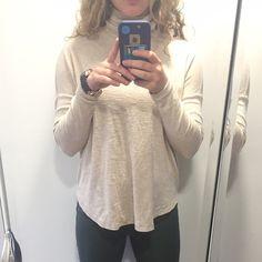 Turtle neck light sweater Great condition aerie Sweaters Cowl & Turtlenecks