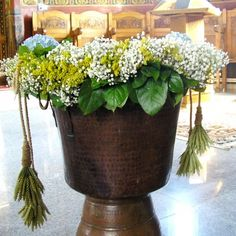 A garland for baptism with gypsophila, solidago and wheat | yau flori