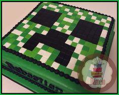 Minecraft!! Torta sabor vainilla rellena con manjar, forrada, decorada y armada únicamente con masa fondant.