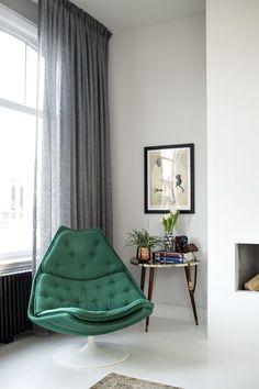 De fauteuil F587 van Artifort. ontworpen door Geoffrey D. Harcourt RDI.
