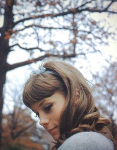 Born 1942 in Nice, French actress and the elder sister of Catherine Deneuve Françoise Dorléac made her film debut in The Wolves in the Sheep. Catherine Deneuve, Vintage Hairstyles, Cute Hairstyles, Hair Inspo, Hair Inspiration, Spring Look, Hair Shrinkage, Glamour Photographers, Moda Vintage