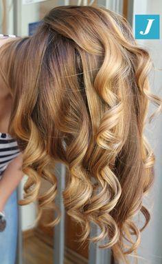 I capelli biondi firmati Degradé Joelle sono inconfondibili. #cdj #degradejoelle…