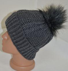 Сива плетена шапка с голям пухкав помпон, Онлайн магазин Моник