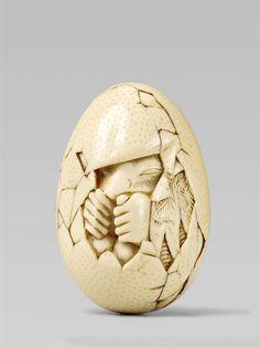 An egg-shaped ivory netsuke of a tengu no tamagu. Around 1800, Auktion 1092 Asiatische Kunst I Indien, Südostasien und Japan, Lot 532