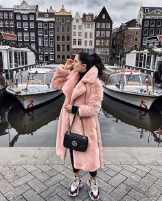 This is very thin to wear, this year's lamb fur coat is super hot Winter Skirt Outfit, Casual Winter Outfits, Fox Fur Coat, Wool Coat, Coats For Women, Winter Fashion, How To Wear, Clothes, Picture Link