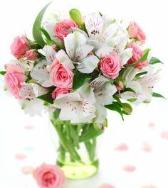 schöner blumenstrauß rosen peruanische lilien kombinieren