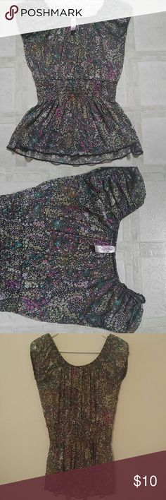 Pullover unlined blouse Pullover delicate flower print/ blouse is not lined / perfect condition Tops Blouses