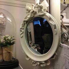 Plaatje aan een lint! #spiegel #vintage #engeltjes #mirror #angels #opvoorraad #clayreeneef @ La PéCule❤🌹 in Hardinxveld-Giessendam. Info www.lapecule.nl