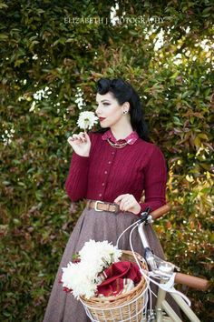Still one of my favourite sets if photos and favourite outfits! Photography by and the outfit is by… Retro Mode, Vintage Mode, Moda Vintage, 1940s Fashion, Girl Fashion, Vintage Fashion, Estilo Pin Up, Estilo Retro, Dress Dior