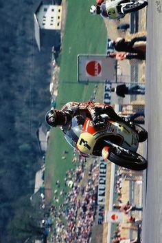 Barry Sheene Grand Prix, Motorcycle Racers, Old Bikes, Vintage Racing, World Championship, Sport Bikes, Motogp, Motorbikes, Planes