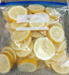 How To Freeze Lemon Slices - Eating Healthy Spending Less There is nothing better than putting a fresh lemon slice in your ice water, or hot tea. I find that I drink more water during… Freezing Vegetables, Freezing Fruit, Freezing Lemons, Can You Freeze Lemons, Healthy Drinks, Healthy Eating, Healthy Lemon Recipes, Nutrition Drinks, Lemon Slice