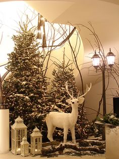 Christmas decoration - The Grove Hotel, Ken Marten Noel Christmas, Outdoor Christmas, Christmas 2019, Simple Christmas, White Christmas, Christmas Crafts, Christmas Ideas, Xmas Decorations, Christmas Decoration Store