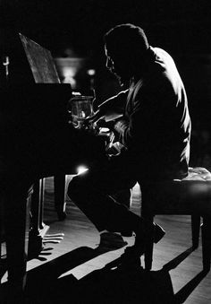 Today marks 100 years since the birth of American jazz pianist Thelonious Monk. Music Is Life, Live Music, My Music, Rock Music, Soul Jazz, Gjon Mili, Jazz Artists, Jazz Musicians, James Dean