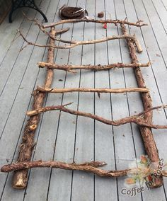 Find easy DIY trellis ideas for your vegetable garden that will allow you to grow more food in a smaller space and enhance the beauty of your garden. # Easy DIY beauty Easy DIY Trellis Ideas - Champagne and Mudboots