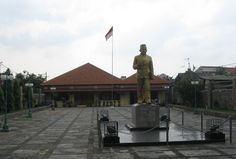 M. H Thamrin Museum located Kenari II street No. 15, Central Jakarta.  http://www.goindonesia.com/id/indonesia/jawa/jakarta/seni_budaya/museum_jakarta/museum_mh_thamrin