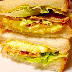 たまごサラダとハムカツのサンドイッチが好きなのでイカの姿フライを代用にハムカツ風サンドイッチを作って食べました。めちゃくちゃ合う〜。 リピ決定です。  イカの姿フライ好きの皆さん食べともよろしくお願いしますね - 137件のもぐもぐ - たまごサラダとなんちゃってハムカツのホットサンドサクサクっとね✨ by mayumi0525