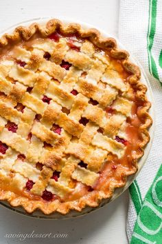 Peach raspberry pie with lattice crust ~ juicy, sweet summer peaches combine with tart raspberries for a wonderful seasonal dessert. Filled with flaky, beautiful, lattice woven bark, this pie is a family favorite!savingdessert … Source by Pie Recipes, Dessert Recipes, Delicious Desserts, Protein Recipes, Pastry Recipes, Perfect Pie Crust, Raspberry Recipes, Pie Dessert, Sweet Tooth