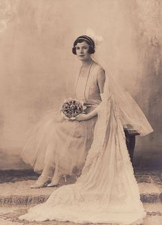 +~+~ Antique Photograph ~+~+   Beautiful bride in the roaring twenties.