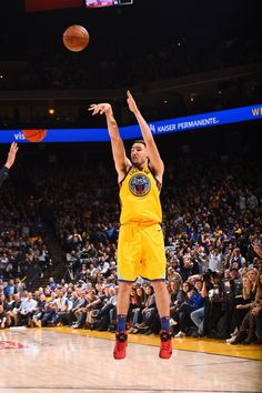 Warriors Topple Timberwolves; Oakland California 1/25/18 #KevinDurant led Warriors with 28 points, 11 assists,10 rebounds to record a triple-double. #StephenCurry and Klay Thompson scored 25 points apiece, combining for for 12 three pointers. With the win, Golden State improves to 39-10.