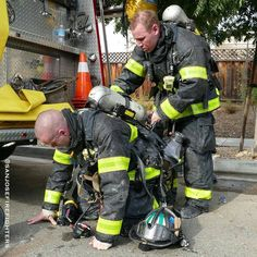FEATURED POST @sanjosefirefighters - Bottle Exchange: San Jose Firefighter assists a felllow firefighter in a SCBA bottle exchange. Firefighters use compressed air like SCUBA divers when fighting fires or entering toxic atmospheres. Typically a full bottle will last 25-30 minutes of intense work. . CHECK OUT! http://ift.tt/2aftxS9 . Facebook- chiefmiller1 Snapchat- chief_miller Periscope -chief_miller Tumbr- chief-miller Twitter - chief_miller YouTube- chief miller Use #chiefmiller in your…