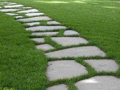 Rasen Garten Steinweg selber anlegen Trittsteine