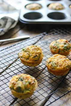 On-the-go breakfast muffins are a quick and easy way to get your eggs to go. Loaded with bacon bits, cheddar cheese and spinach! Healthy Egg Breakfast, Power Breakfast, Breakfast On The Go, Breakfast Muffins, Healthy Muffins, Health Breakfast, Healthy Snacks, Mini Muffins, Cheese Muffins
