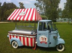 You couldn't miss this retro candy cane Piaggio Ape cart. _ by vintageicecreamtruck Ice Cream Cart, Ice Cream Parlor, Mini Camper, Food Trucks, Catering Van, Vespa Ape, Piaggio Ape, Food Vans, Vintage Ice Cream
