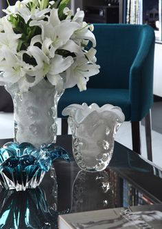 Incorporating Venetian glass into your home decor. Take your home decor to new heights with artistic Venetian glass Coffee Table Arrangements, Decorating Coffee Tables, Flower Arrangements, Home Decor Accessories, Decorative Accessories, Living Room Designs, Living Room Decor, Home Decoracion, Venetian Glass