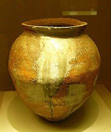 Shigaraki jar, century - Shigaraki ware is pottery and stoneware made in Shigaraki area, Japan. The kiln is one of 'The Six Old Kilns' in Japan. Japanese Ceramics, Japanese Pottery, Japanese Art, Japanese Culture, Glazes For Pottery, Ceramic Pottery, Ceramic Art, Clay Vase, Clay Pots