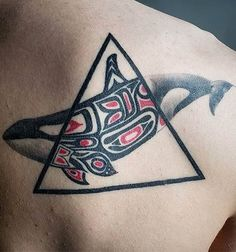 Selecting the perfect tattoo design is always the hardest thing. Your tattoo should be inspirational beautiful. Here is the list of tattoos you can try. Haida Tattoo, Orca Tattoo, Whale Tattoos, Haida Kunst, Arte Haida, Haida Art, Native Tattoos, Tribal Tattoos, Cool Tattoos