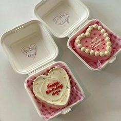 Pretty Birthday Cakes, Pretty Cakes, Fancy Cakes, Mini Cakes, Simple Cake Designs, Korean Cake, Pinterest Cake, Heart Cakes, Just Cakes