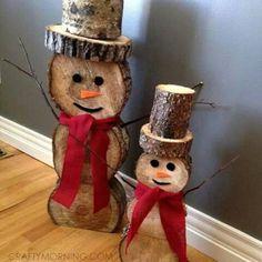 Ninots de neu amb troncs