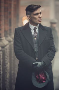 Tommy Shelby everyone! (aka Cillian Murphy from Peaky Blinders) Traje Peaky Blinders, Peaky Blinders Saison, Peaky Blinders Poster, Peaky Blinders Wallpaper, Peaky Blinders Series, Peaky Blinders Quotes, Peaky Blinders Tommy Shelby, Peaky Blinders Thomas, Cillian Murphy Peaky Blinders