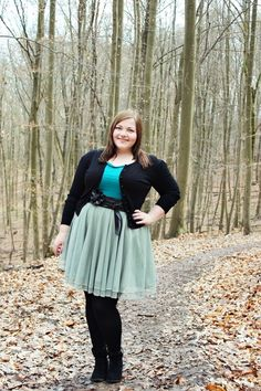 kathastrophal.de // Plus Size Fashion   outfit ft. a green tulle skirt by mint+berry, black flower belt by bonprix, turquoise top by h+m, black cardigan by primark and black ankle boots by anna field
