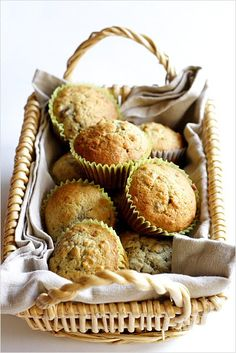 Made with ripe bananas and chopped walnuts. This banana nut muffins recipe is everyone's favorite! Muffin Recipes, Baking Recipes, Breakfast Recipes, Breakfast Ideas, Cookie Recipes, Easy Delicious Recipes, Delicious Desserts, Yummy Food, Traditional Easter Desserts