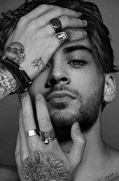 Zayn Malik Style, Zayn Malik Photos, Zayn Malik Wallpaper, Wallpaper Lockscreen, Wallpapers, Foto One, Zayn Mallik, Niall Horan, Black And White Aesthetic