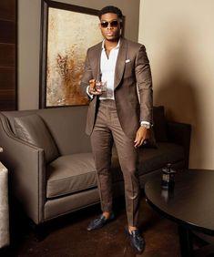 We love this dark neutral tone look All Black Men, Black Suit Men, Smart Casual Menswear, Men Casual, Mens Fashion Suits, Classic Mens Fashion, Black Men Summer Fashion, Trendy Mens Fashion, Women's Fashion