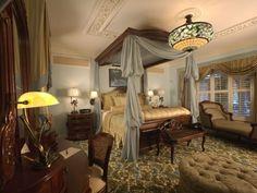 schlafzimmer viktorianischen stil  himmelbett massivholzmöbel