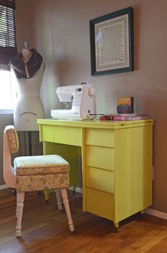 A 50's mod sewing station. I have all these pieces...