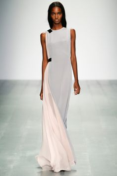 The best looks of London Fashion Week: Spring 2015 - All evening bli . - The best looks of London Fashion Week: Spring 2015 – All evening looks from Schwab had an etherea - Fashion Job, Fashion Week 2015, Fashion Weeks, Look Fashion, Runway Fashion, Spring Fashion, High Fashion, Womens Fashion, Fashion Tips