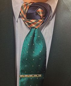 A beautiful sequence of colors really makes this knot pop.